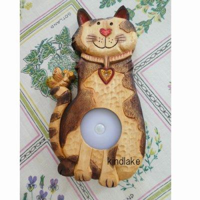 画像3: 灯りをください 猫 『ただいま』 シナ材  (ライト付き)